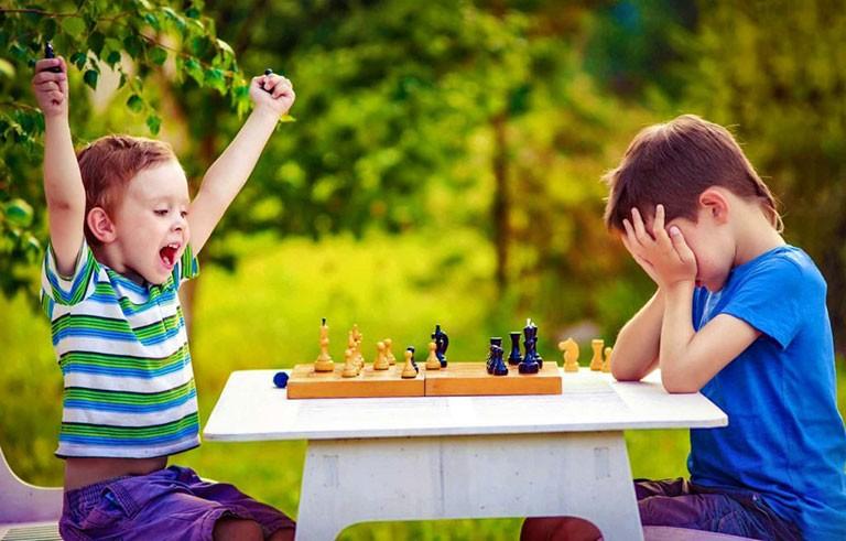 Мой ребенок не умеет проигрывать. Что делать?